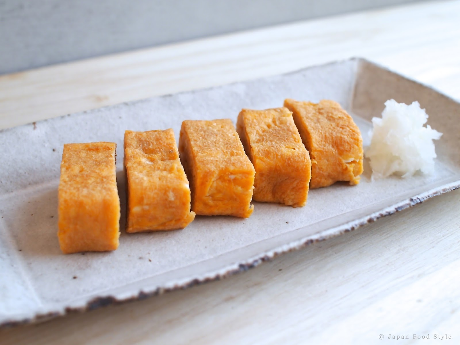 Recipe] Tamagoyaki & Dashimaki Tamago (Japanese Rolled Omelet) | Japan ...