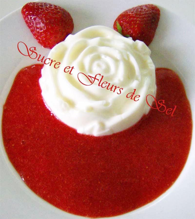 sucre et fleurs de sel panna cotta au citron avec coulis de fraises