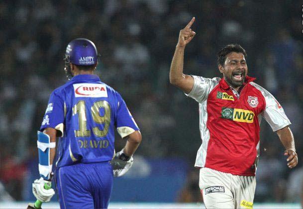 Praveen-Kumar-RR-vs-KXIP-IPL-2013