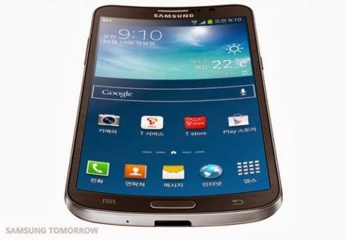 Ecco  come si presenta lo smartphone Samung Galaxy Round ripreso dal basso con il suo display curvo
