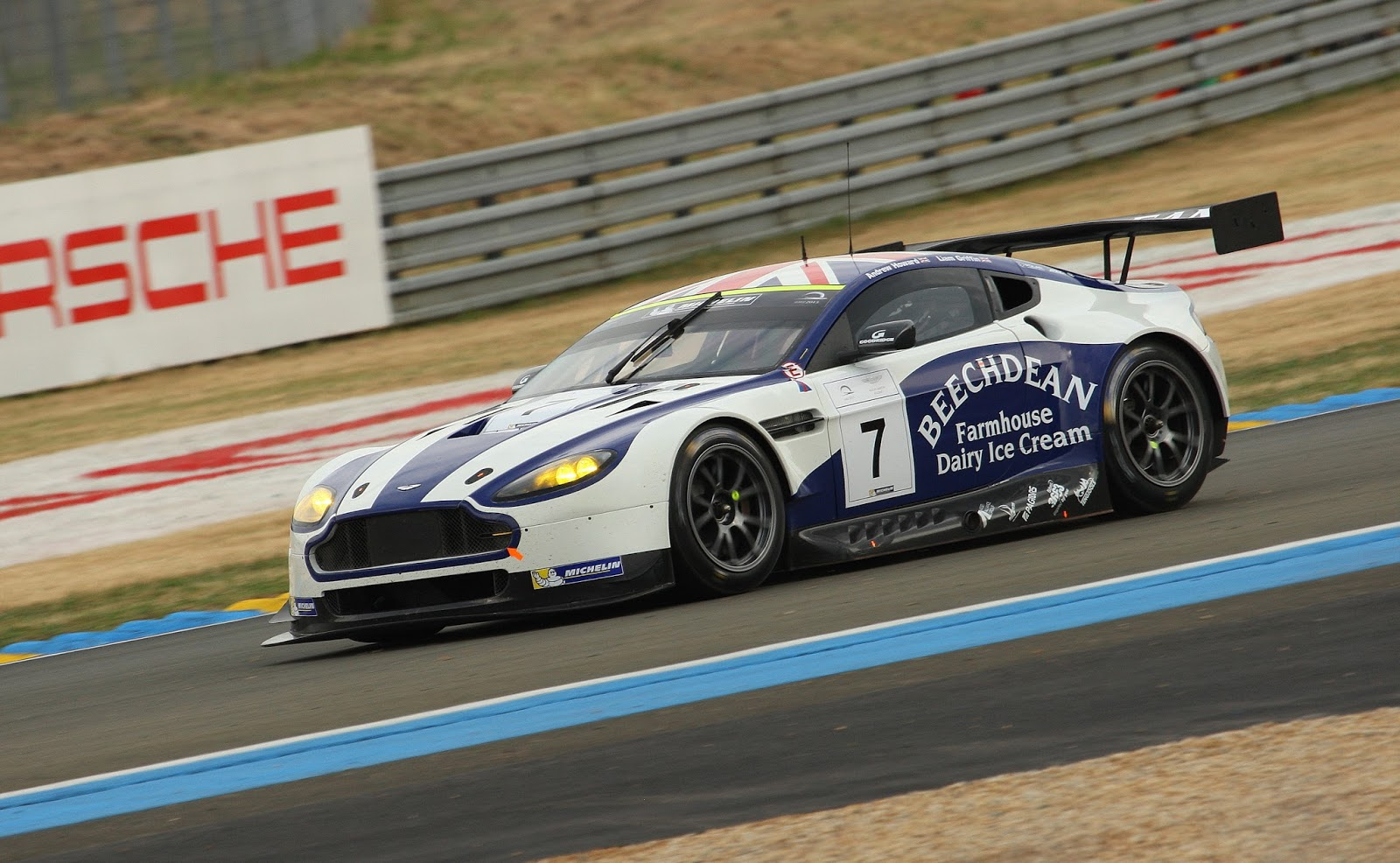 aston martin racing busy in portugal the advantage. Black Bedroom Furniture Sets. Home Design Ideas