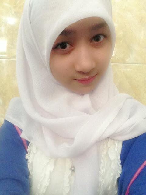 Foto Ayana JKT48 Berjilbab Cantik