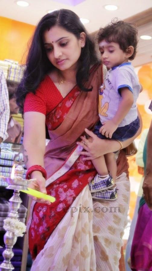 Tamil-serial-Actress-Sujitha-saree-Aviator-showroom-launch