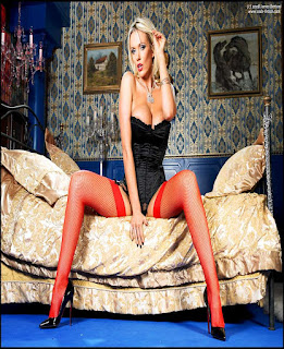Horny and twerking - rs-CLU11-03-745350.jpg