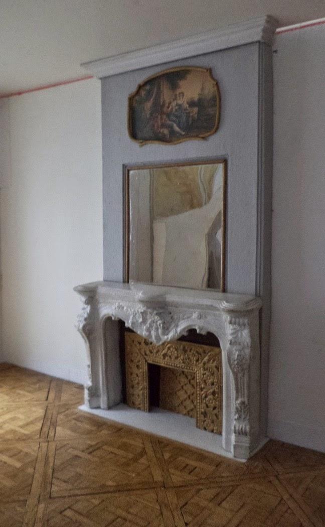 Maison française 1/12: Parquet-moulures-cheminée
