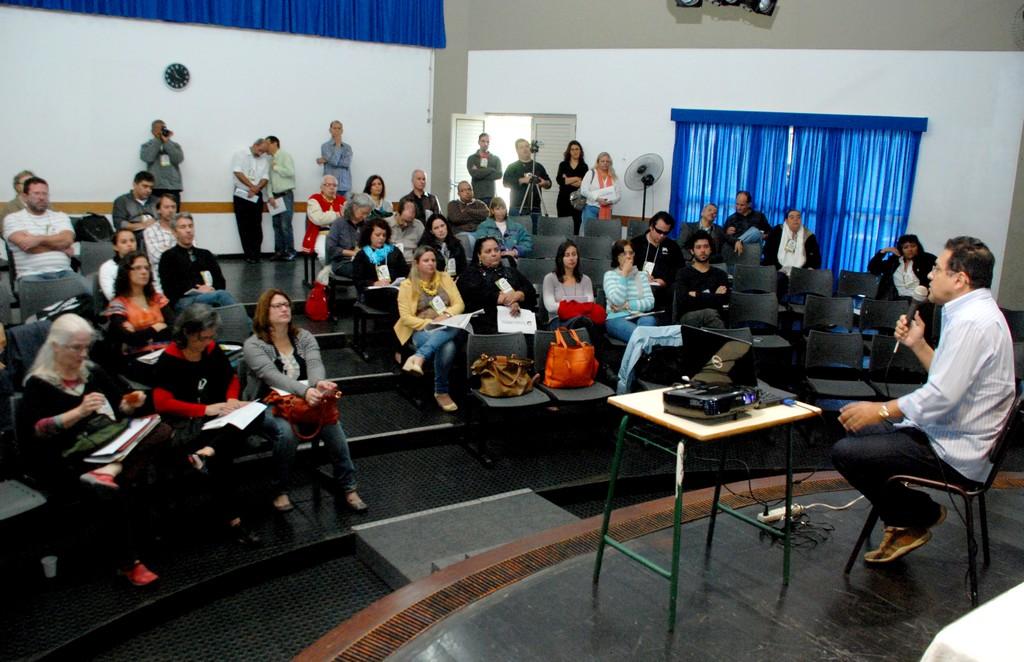 Participantes acompanharam atentamente as palestras