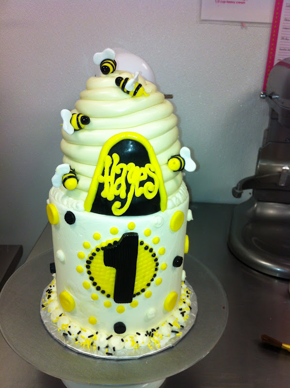 Owner And Cake Artist : Leah s Sweet Treats: Happy Bee-day Cake