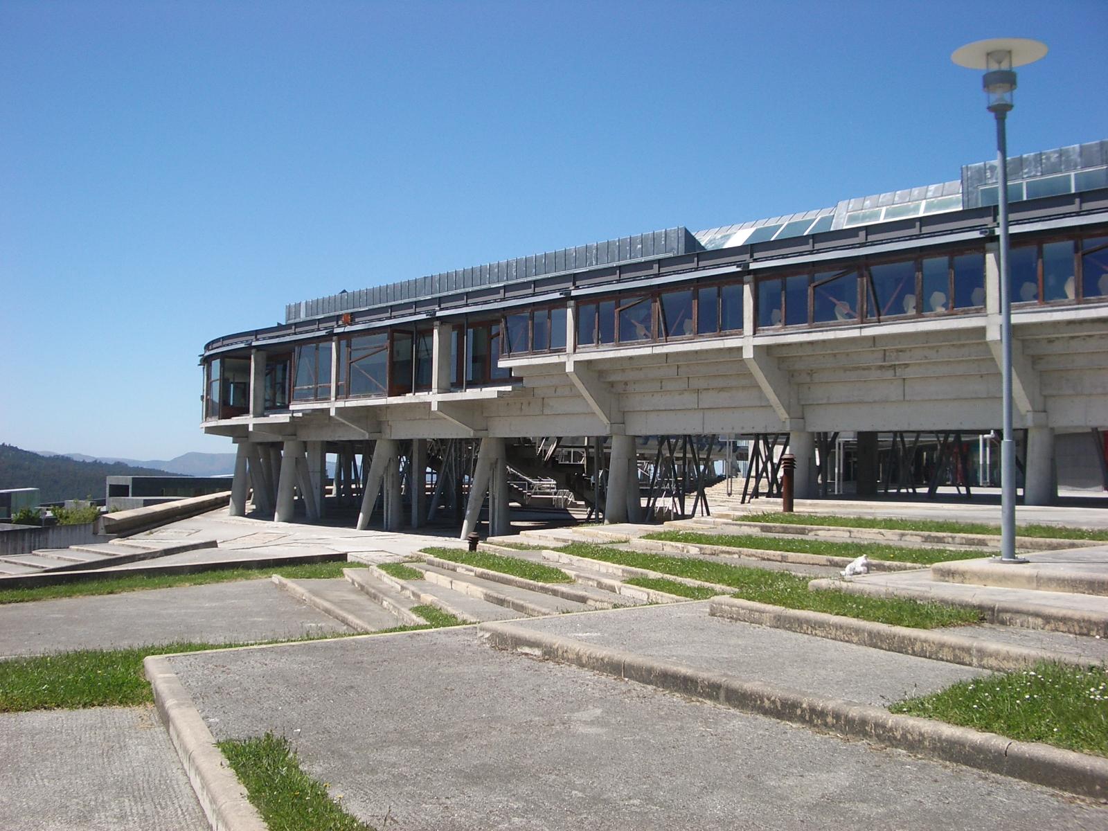 Patrimonio arquitect nico de asturias aulario o edificio miralles de la universidad de vigo - Arquitectos vigo ...
