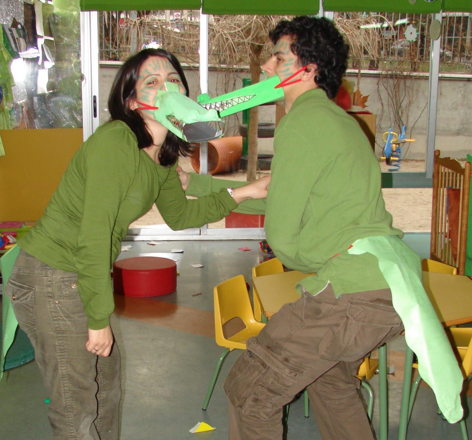 Para escolares: Disfraz de cocodrilo con cartulina y reciclados