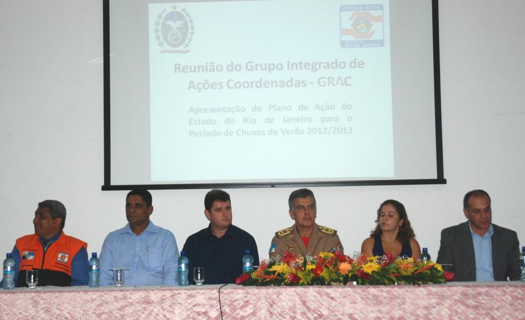 Prefeito Arlei compõe a mesa da solenidade de entrega dos certificados com outras autoridades