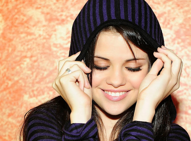 Selena Gomez Wallpapers Free Download