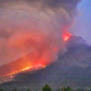 Gunung Slamet meletus hari ini