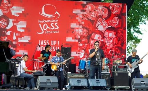 Grup Band Asal Semarang AbsurdNation