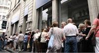 una negra proyeccion mundial para los proximos meses Colas+bancarias