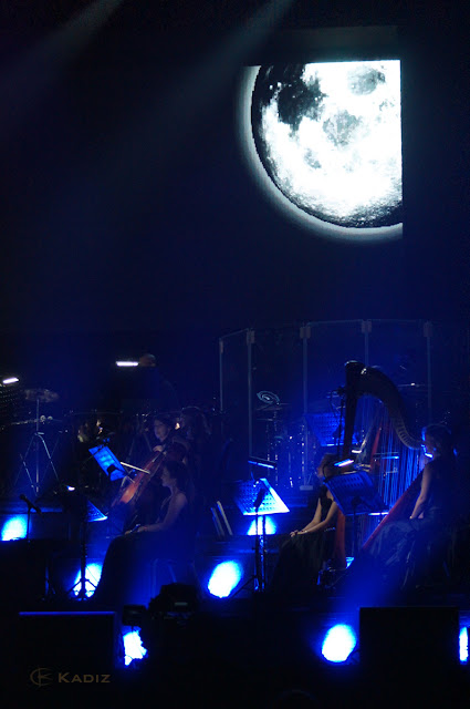 видео на сцене