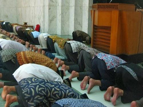 Pertimbangan Menunjuk Imam Shalat