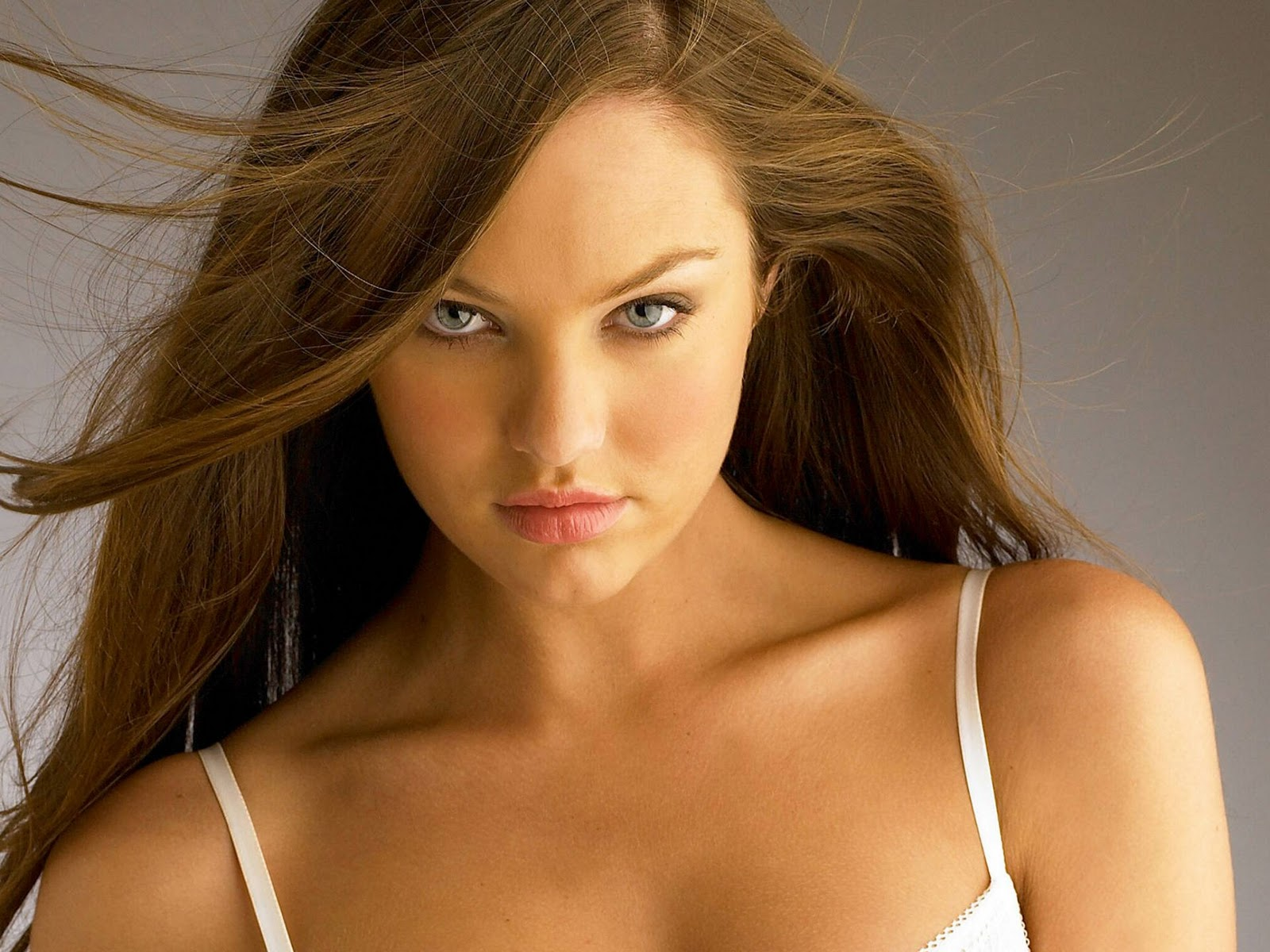 http://1.bp.blogspot.com/-3ENI4p0Adc8/TVPnlEe0PrI/AAAAAAAAAWg/oG5qYqMbhNE/s1600/Candice-Swanepoel-1.jpg