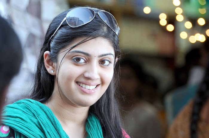 watch pranitha from udhayan movie cute stills