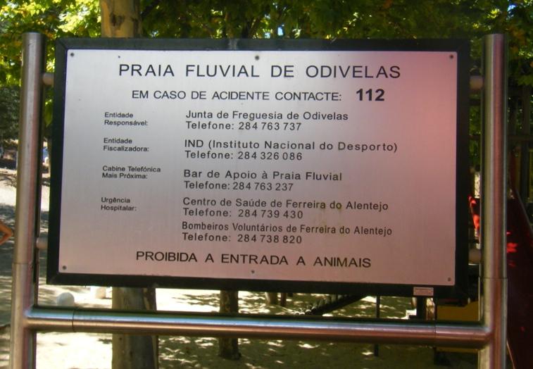 Placa com informações Praia Fluvial Odivelas