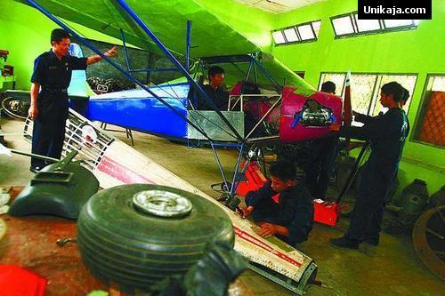 Pelajar SMK 29 Jakarta Rakit Pesawat Terbang