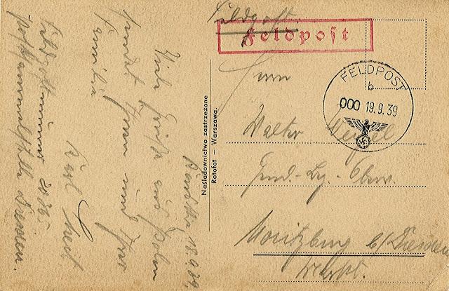 Strona adresowa pocztówki wysłanej z Końskich. Stempel niemieckiej poczty polowej, tuszowy z datownikiem i literą b, dodatkowo stempel tuszowy w ramce, czerwony: feldpost. W kolekcji KW.