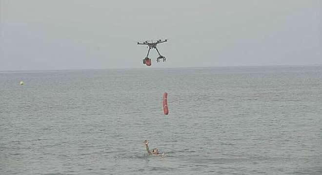 Dron rescata a bañista