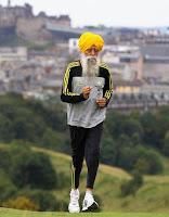 Aos 100 anos, vegetariano Fauja Singh é homem mais velho a completar prova de 42km