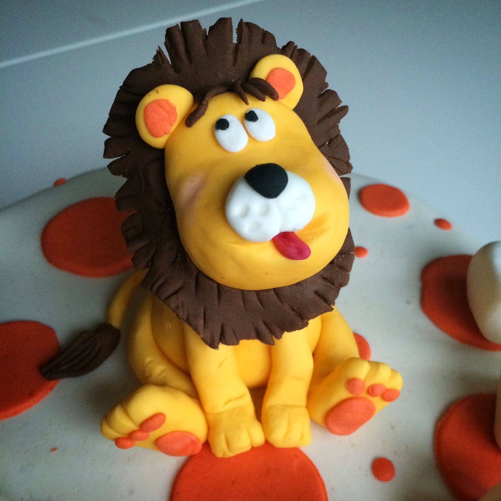 Prickig tårta med lejon