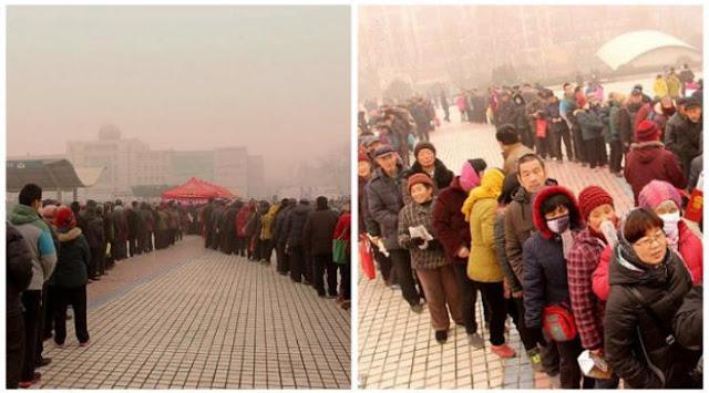Antrian Panjang Untuk Mendapatkan Kalender Gratis di Shangdong, Tiongkok