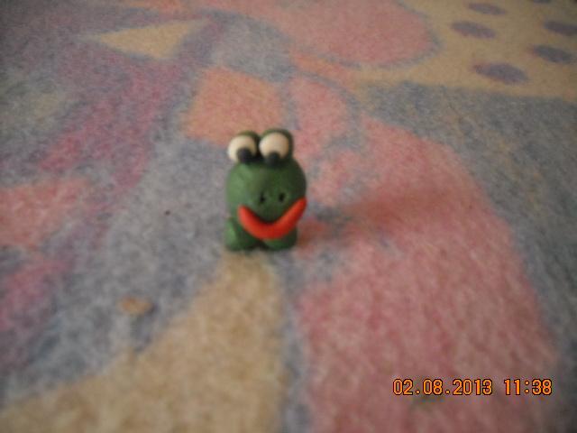 To jest żaba robiona z modeliny