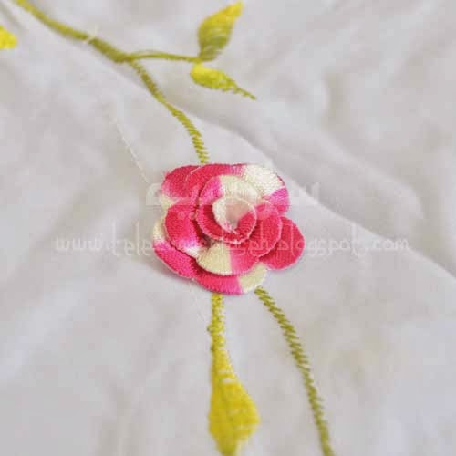 Telekung Vietnam bunga pink-putih / daun hijau-kuning sulam bunga timbul