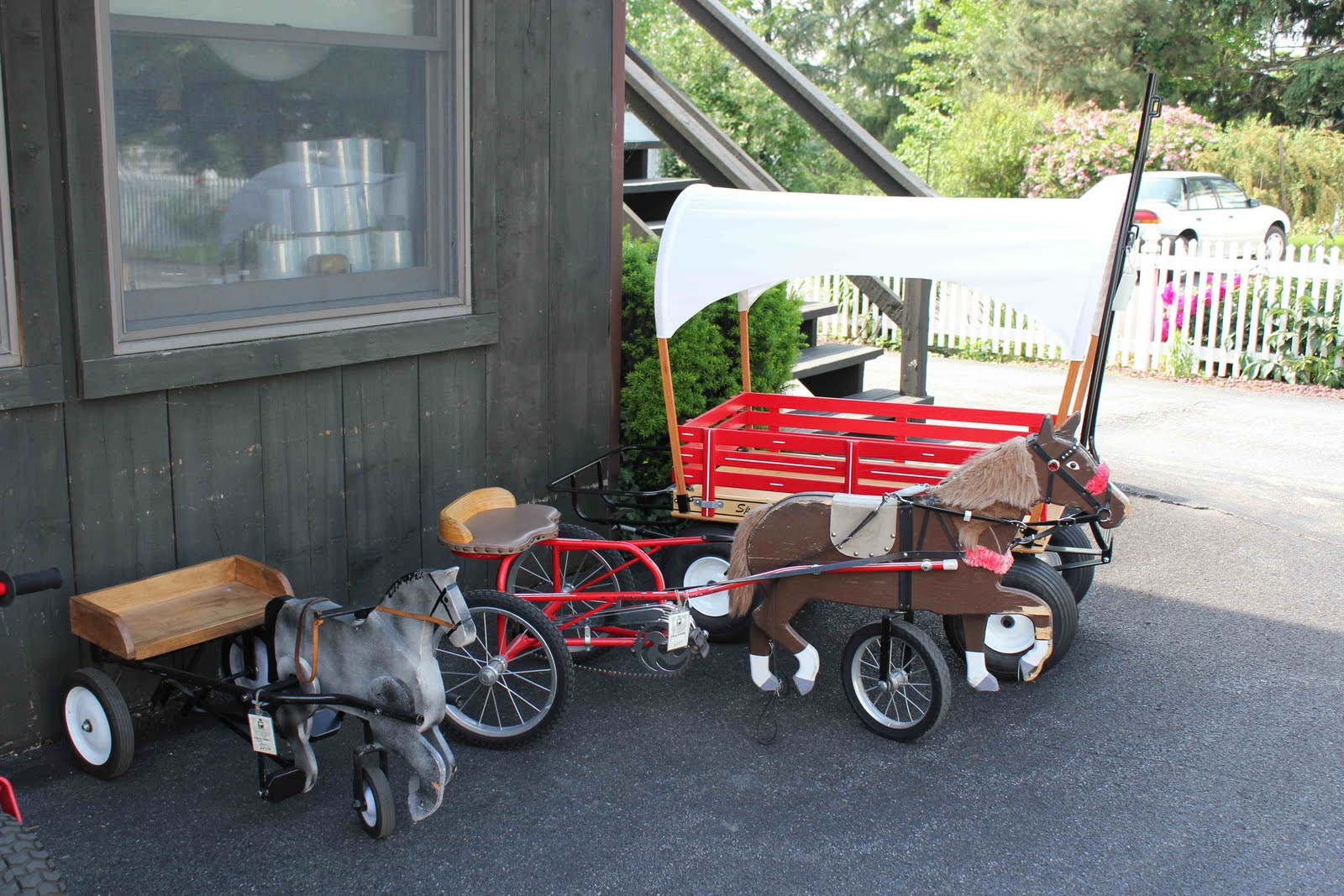 a couple of amish folk in