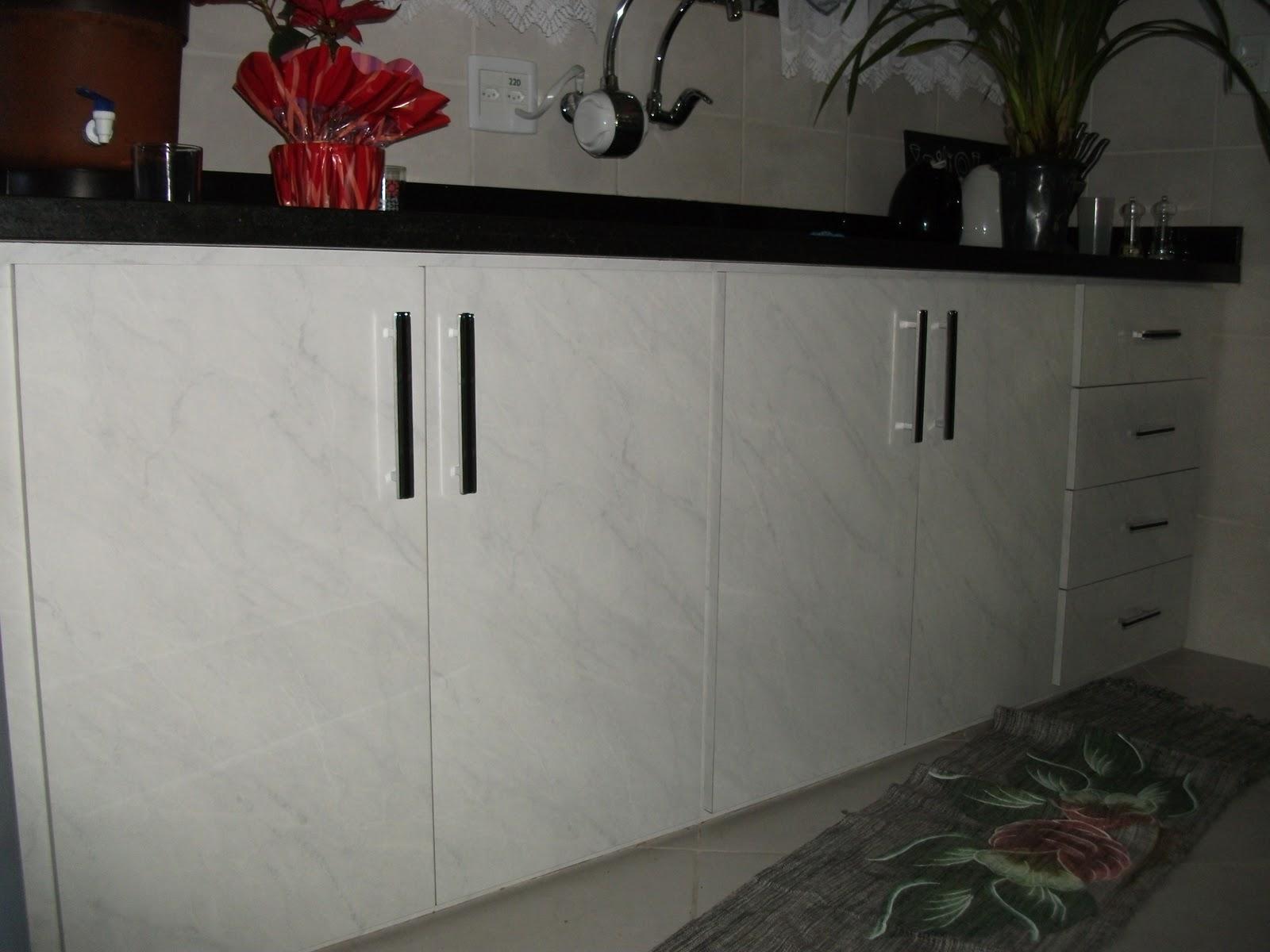 Gabinete de pia em acabamento em formica mármore carrara e pedra  #642E2C 1600 1200