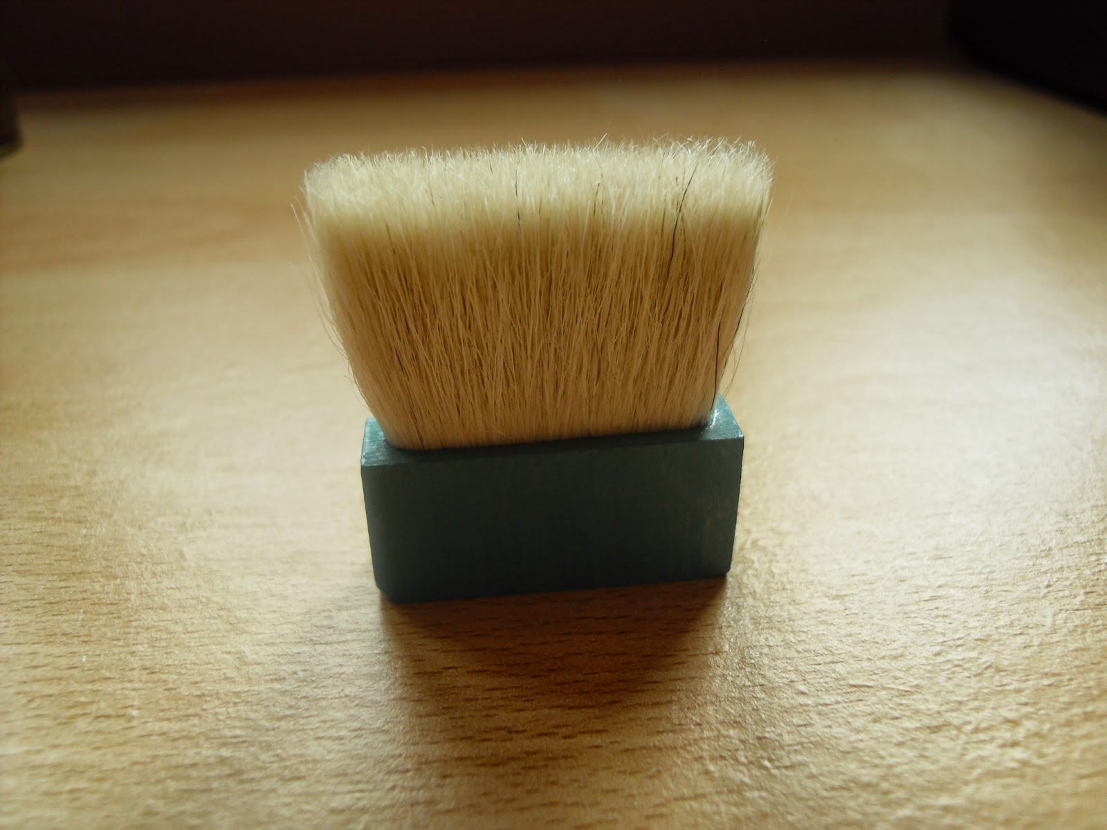 Benefit-hoola-powder-brush
