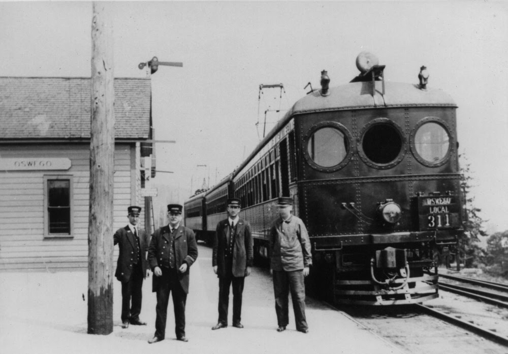 Red Electric at Oswego Station