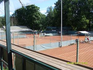 Tenniksen alkeiskursseja ulkokentillä ja tennishalleissa. Saa ottaa yhteyttä, kiitos.