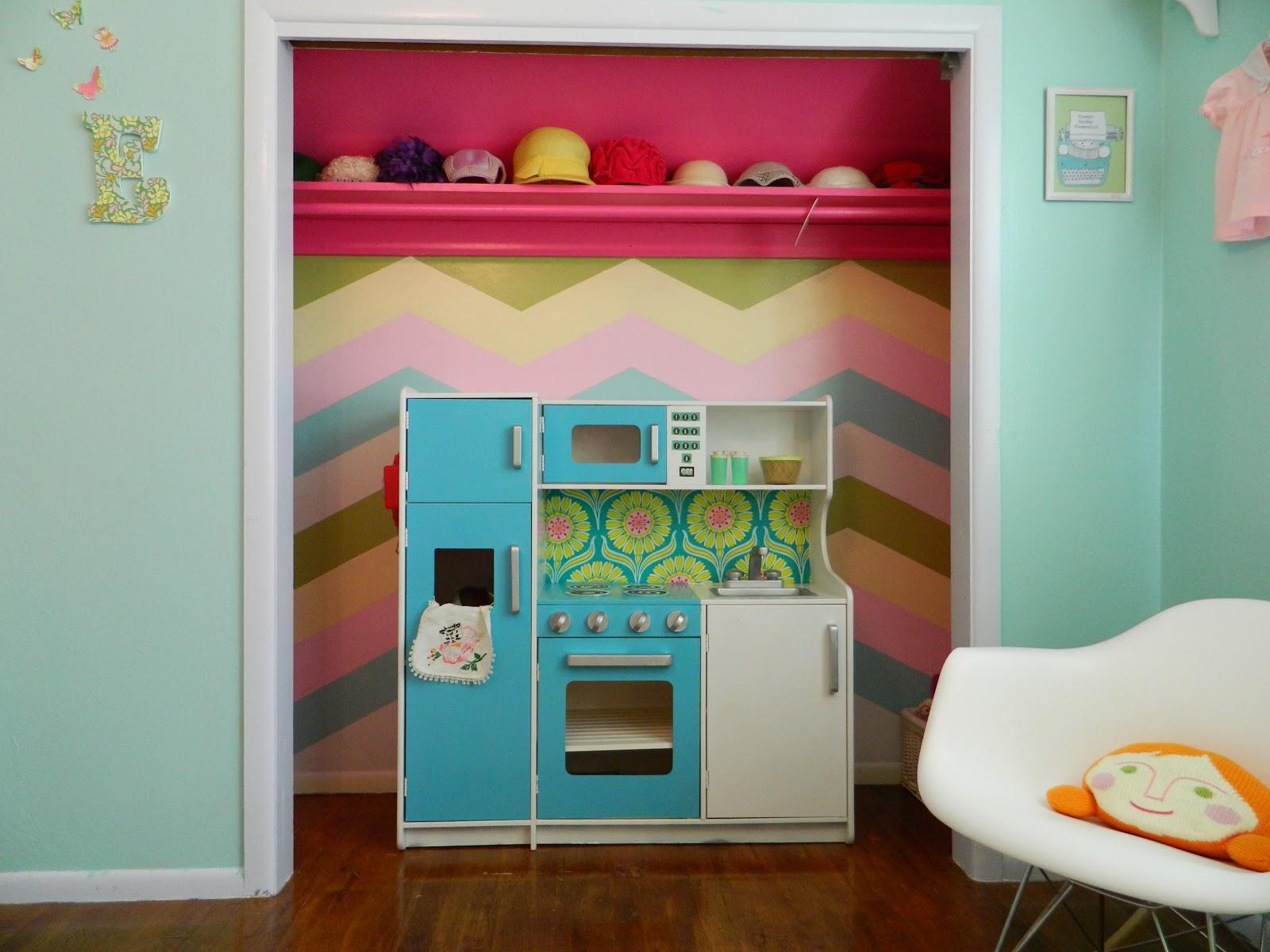 Just Peachy, Darling: Winnie\'s room