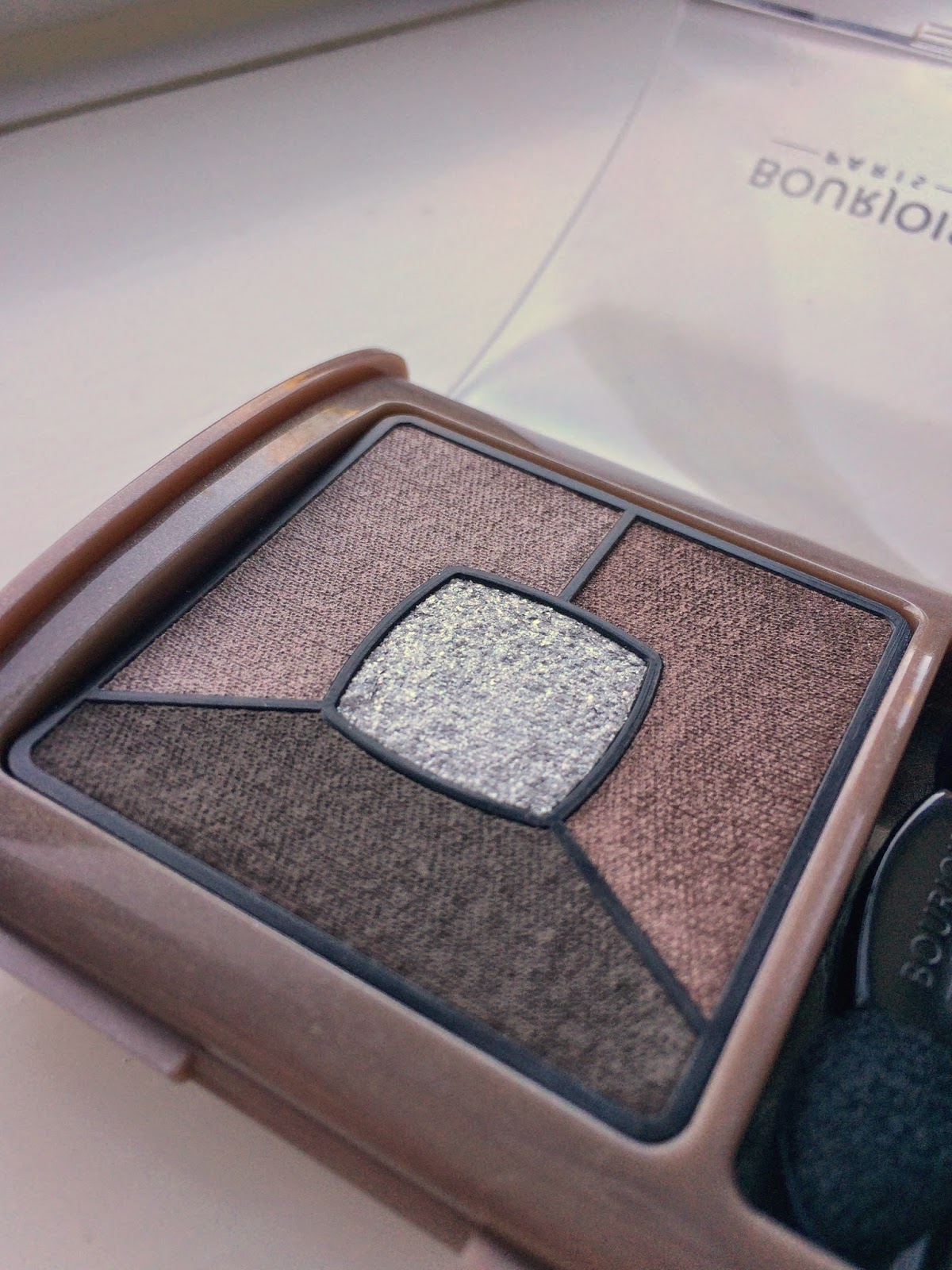 Bourjois-Quad-Smoky-Stories-eyeshadow-good-nude-review