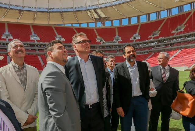 Agnelo Queiroz, Jérôme Valcke, Ronaldo e Bebeto vistoriam estádio de Brasília
