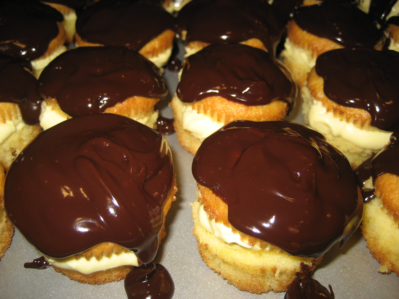 HECK FRIDAYS: Boston Cream Cupcakes