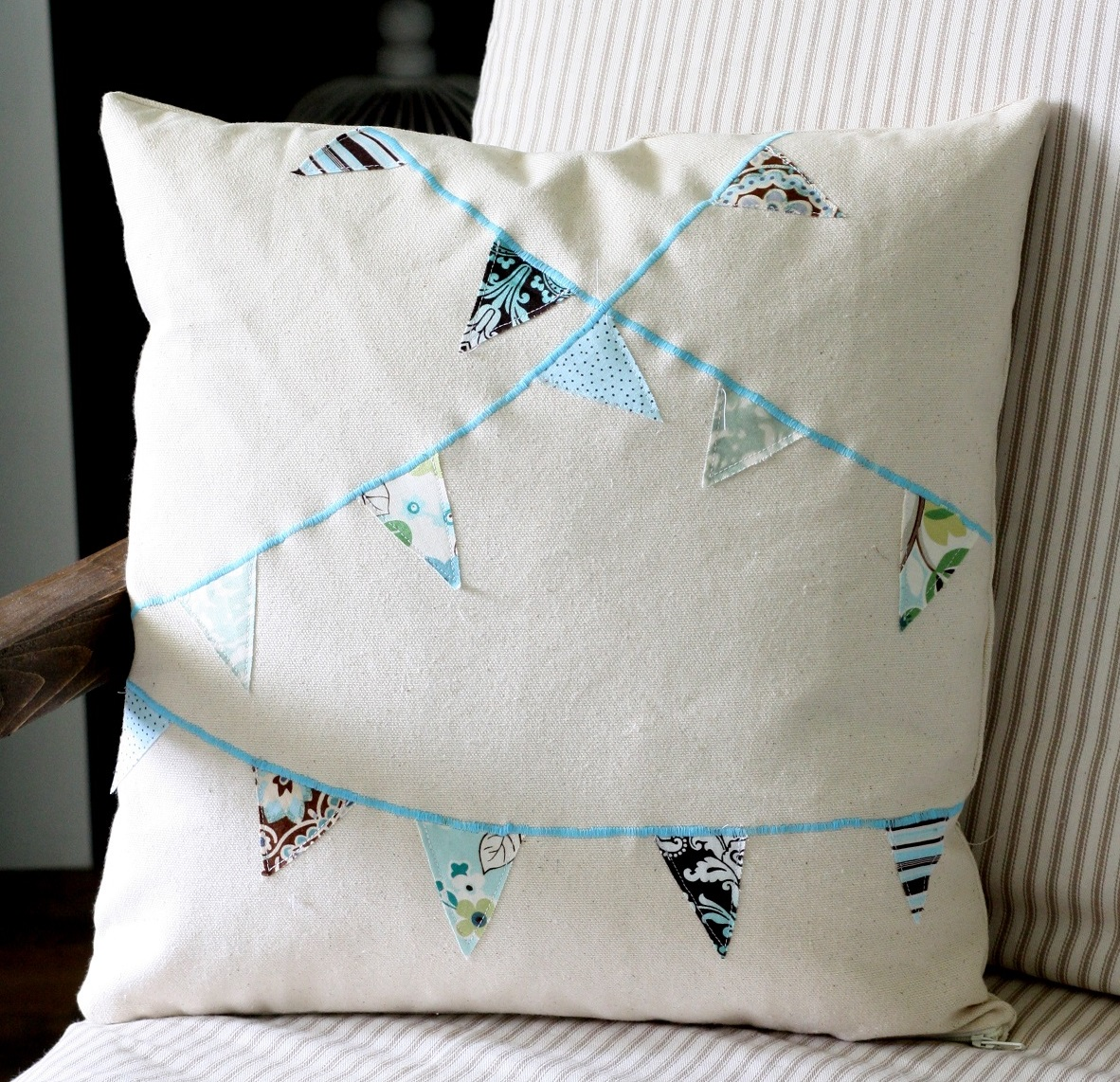 how to make a bunting pillow cover - How To Make A Pillow Cover
