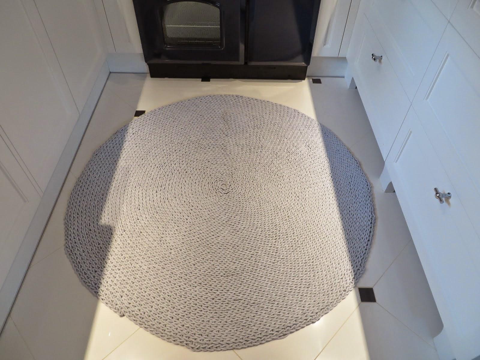 okrągły dywan jasnoszary