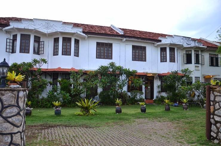 Le blog de yeude une maison coloniale melaka - Maison coloniale en bois ...