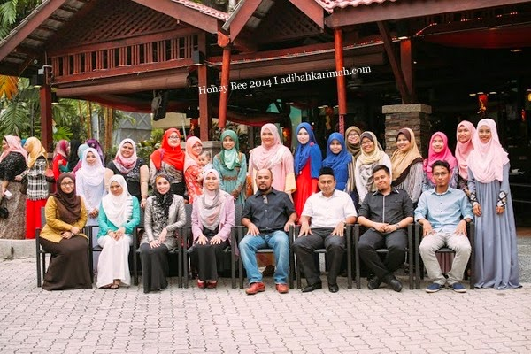 Awesomazing Team bersama mentor CDM Azlan dan CDM Hamisah group photo luar INTEKMA
