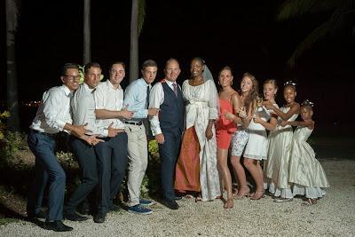 les mariés avec tous les enfants en Guadeloupe à Saint-François