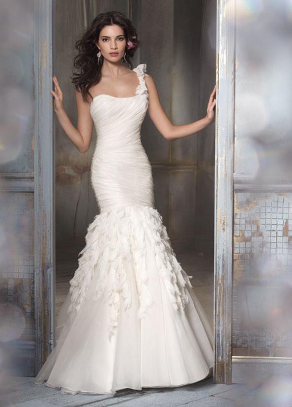 Dressybridal fashion trend wedding dresses with feathers for Mermaid wedding dresses with feather bottom