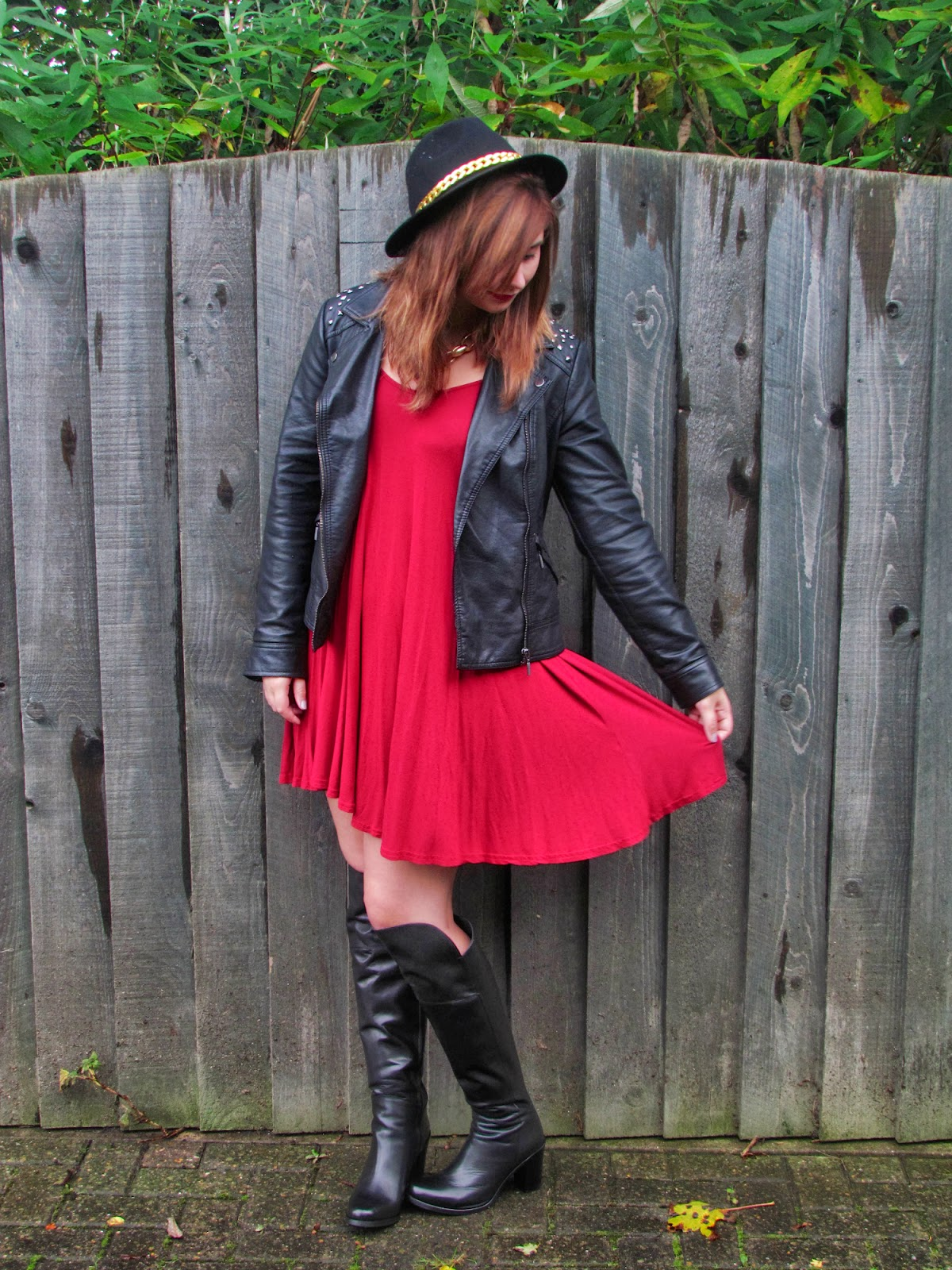 fashion-blogger-outfit-lookbook-swingdress-fedora-boots-leather