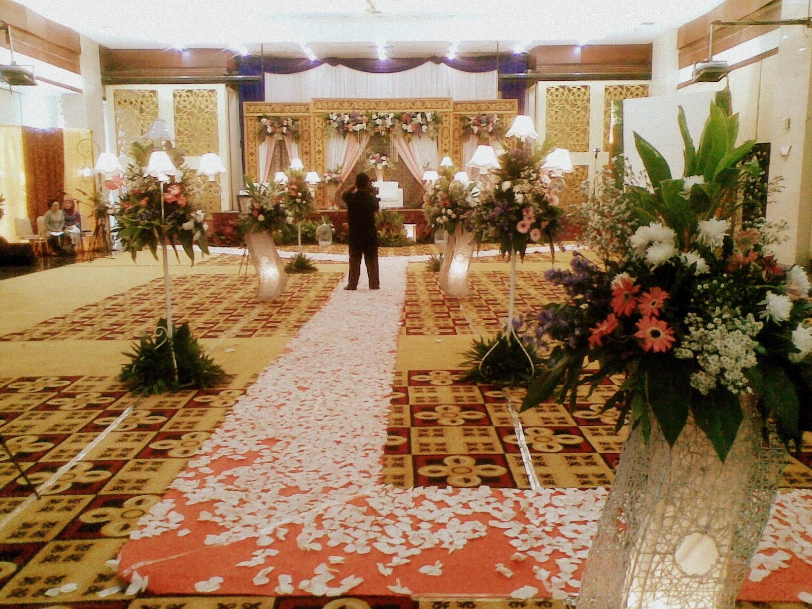 Gedung pernikahan dunia diny pelaminan junglespirit Image collections