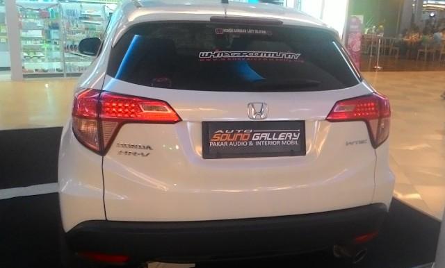 Mobil Honda HR-V Tampak Belakang