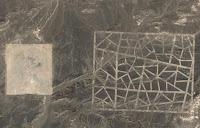 Geheimnisvolle Strukturen in der Wüste Gobi, China (zu entdecken in den Google Maps und bei Google Earth)